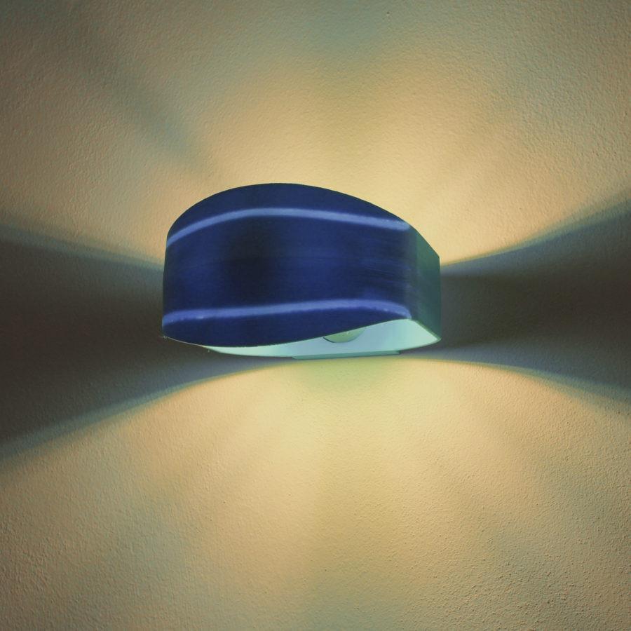 Light Stripes - Brignetti Longoni Design Studio - Lampada, parete, stampa 3D, design, contemporaneo, classico, applique, luce, riflesso, accensione, paralume, strisce,decoro, superficie, eumakeit, progetto, riuso, rispetto, ambiente, bobina, filamento, pla, bio, oggetto, riciclo, modello 3d, prototipo