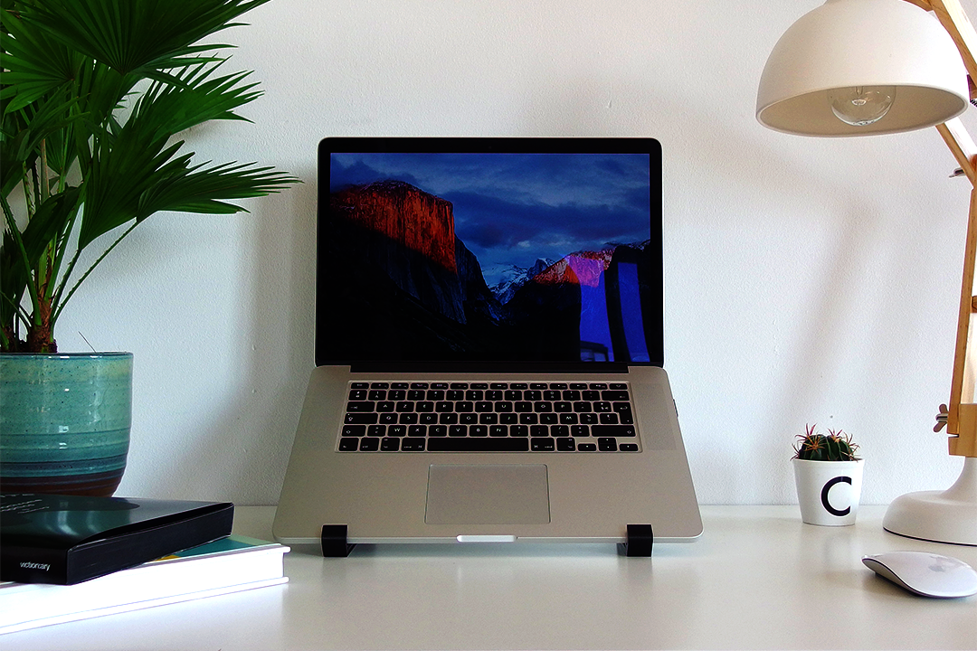 The geometric stand for MacBook Pro Retina laptop confortable position
