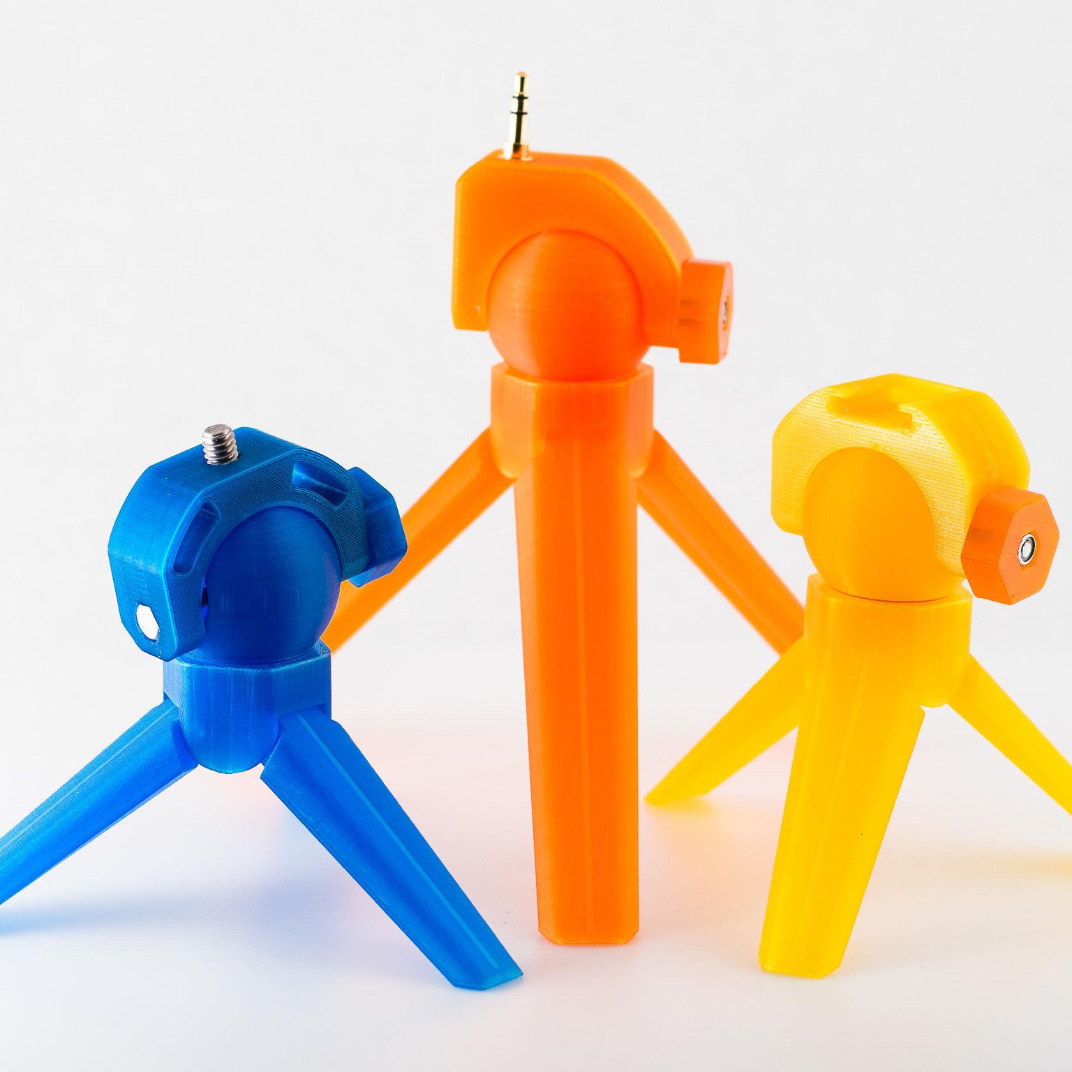 Universal mini tripod