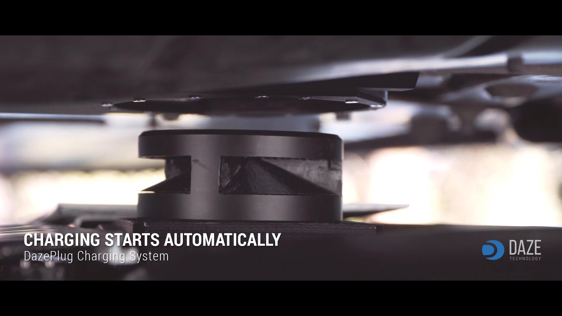 Robot automatico e calpestabile per la ricarica automatica di veicoli elettrici.